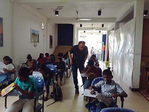 Jo van Uden geeft les in Sri-Lanka