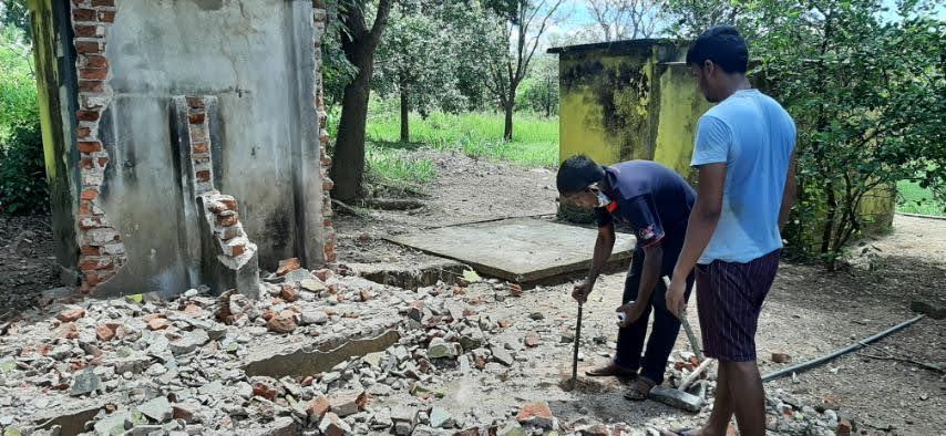 Bouw nieuwe toilet Stichting Kalyani